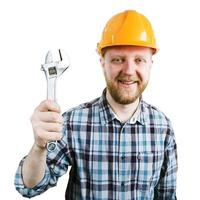 man med en skiftnyckel i handen foto