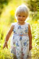 liten blond tjej foto