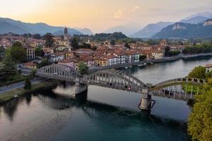 drönare panoramautsikt över bro och flod foto