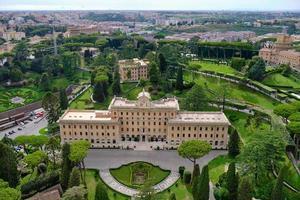 Flygfoto över Vatikanens trädgårdar och museer foto