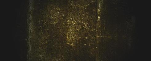 illa mörkgul betongvägg. mörkbrun väggbetong eller cement foto