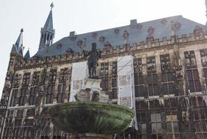 Karlsbrunnen Charlemagne -fontänen i Aachen foto