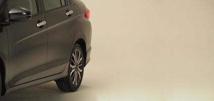 bildelar från sidan. bildelar till bilar, till exempel fönsterhjul foto