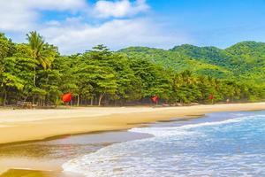 Praia Lopes Mendes Beach på den tropiska ön Ilha Grande Brasilien. foto
