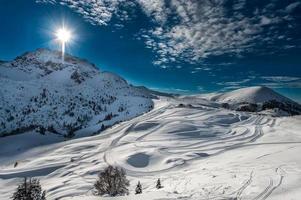 längdskidåkning på skidåkning i de italienska alperna foto