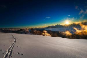 skidspår på italienska alperna foto
