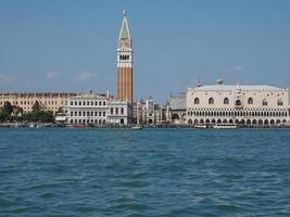 st mark square sett fron st mark bassin i Venedig foto