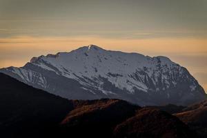 Mount Grigna ovanför Lecco Italien. östra sidan foto