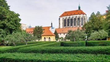 kyrkan till jungfru Maria av snön och franciskanernas trädgård foto