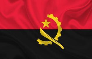 angola country flagga på vågigt siden tyg bakgrund panorama foto
