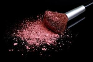 lös make -up foundation på nära håll med detaljer foto