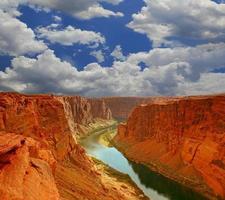vatten i början av grand canyon foto