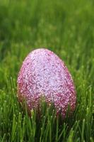 färgglada påskägg stilleben med naturligt ljus foto