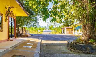 stor vit buddha wat phadung tham phothi tempel khao lak foto