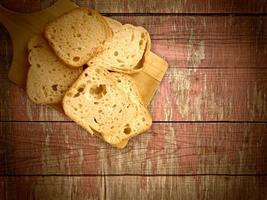 bröd på träbakgrund foto