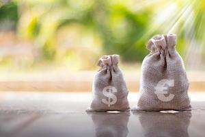 företag eller finans sparar pengar, reklammynt för finans och bank foto