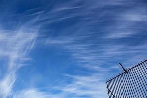 himmel med suddiga moln foto