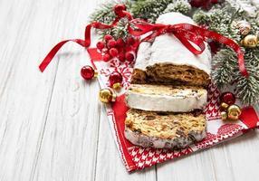 julstollen på träbakgrund foto