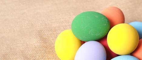 påskägg eller färgägg. mångfärgade påskägg foto