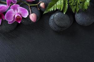 spa -bakgrund med orkidéer foto