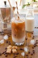 iskaffe i högt glas foto