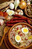 traditionell polsk påsksoppa zurek foto