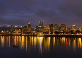 Portland på natten foto