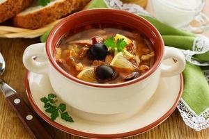 kött solyanka - ryska köket. foto