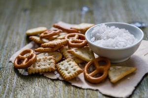 urval av salta snacks