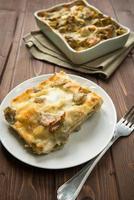 lasagne med kronärtskockor foto