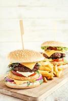 hamburgare och fiskburger foto