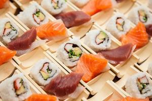 japansk skaldjurssushi foto