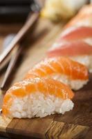 hälsosam japansk nigiri-sushi foto