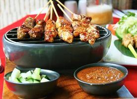kött satay maträtt i Bali, Indonesien foto
