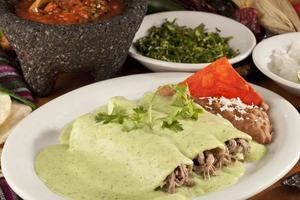 mexikansk enchiladas av nötkött eller kyckling foto