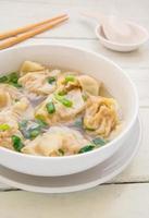 wontonsoppa, kinesisk mat foto