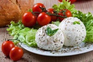 mozzarella, grönsaker och tomater
