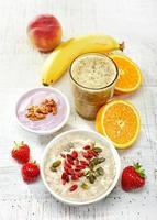 hälsosamma frukostingredienser, ovanifrån foto
