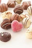 urval av chokladgodis foto