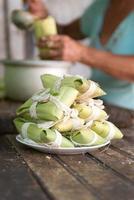 att göra tamales på Kuba foto
