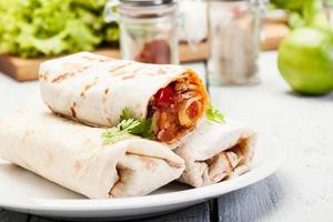 mexikanska burritos foto