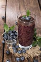 färskgjord blåbärsmoothie foto