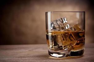 ett glas whisky foto