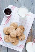 havremjöl choklad chip cookies foto