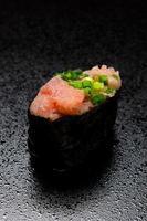 seared tonfisk norimaki foto