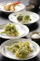 tempura av vildt gräs foto