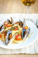 spaghetti med musslor och körsbärstomater