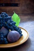 druvor och fikon foto