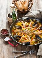 spansk paella med skaldjur foto