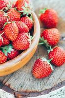 jordgubbe. jordgubbar. ekologiska bär foto